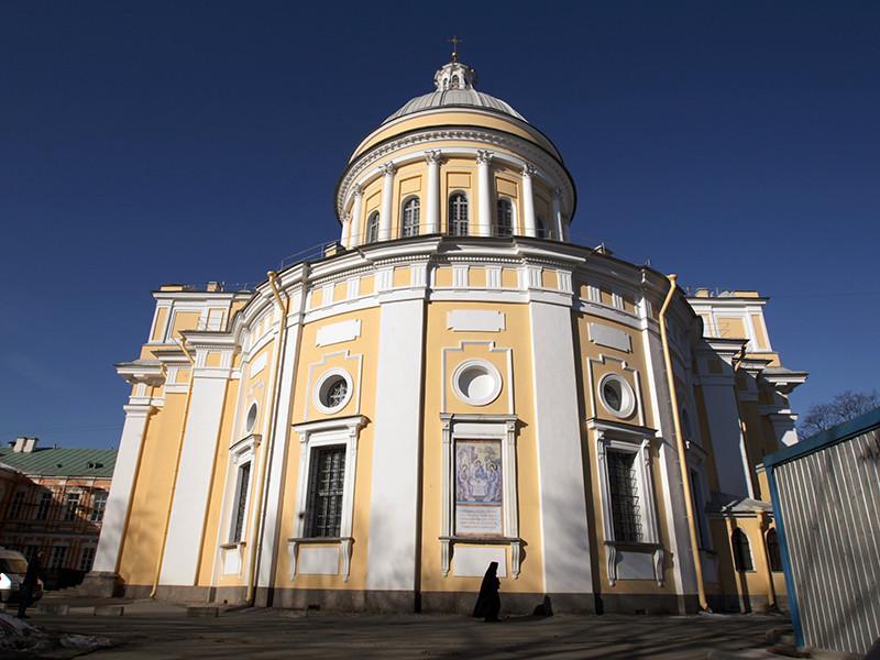 Власти Петербурга организуют социальную очередь помимо основной к мощам Николая Чудотворца, которые разместят для поклонения в Александро-Невской лавре с 13 по 28 июля