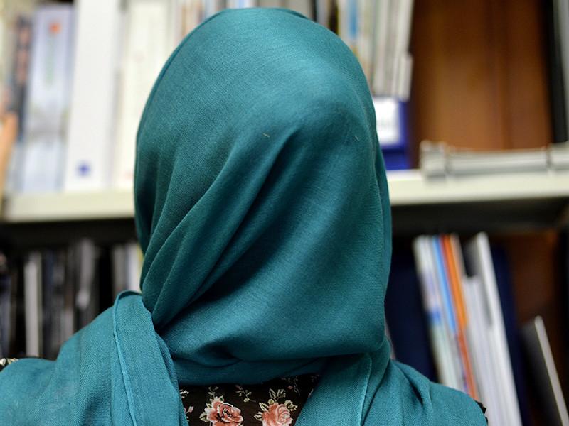 На обложке сентябрьского номера российского глянцевого журнала L'Officiel появится немецкая модель в хиджабе