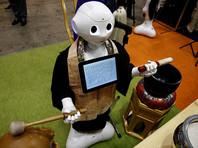 """Местная фирма Nissei Eco внесла изменения в программный код популярного человекоподобного робота (андроида) Pepper, благодаря чему он смог """"освоить"""" новую профессию - буддийского священника"""