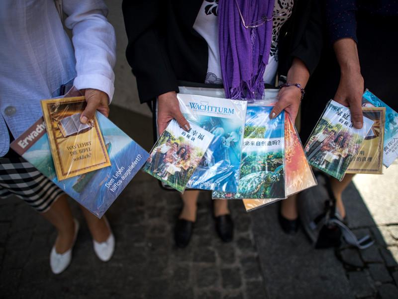 """Министерство юстиции России включило религиозную организацию """"Управленческий центр Свидетелей Иеговы в России"""" и 395 входящих в ее структуру местных религиозных организаций в список запрещенных организаций, ликвидированных за экстремизм"""