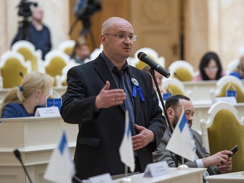 Глава комиссии по культуре законодательного собрания Санкт-Петербурга Максим Резник выступил с предложением отдавать церкви эти объекты не безвозмездно, а по правилам приватизации объектов культурного наследия