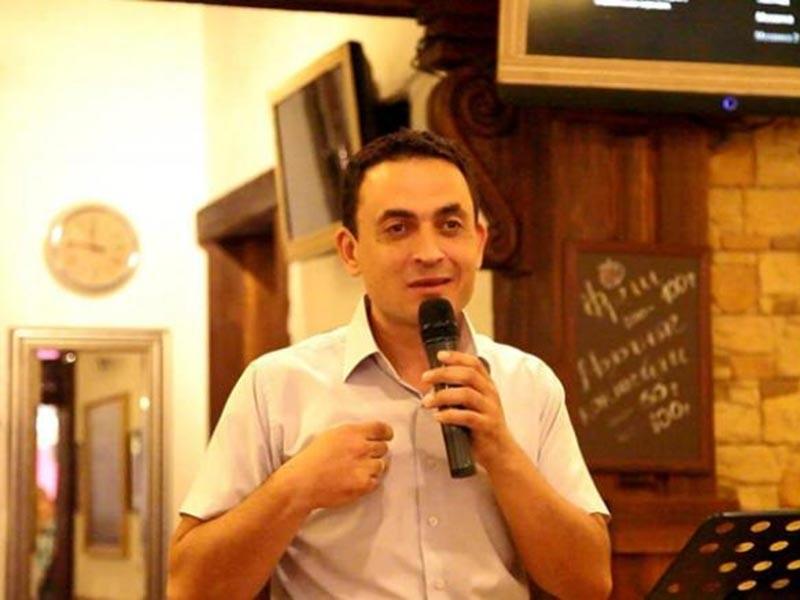 Протестантский пастор из Сочи Андрей Колясников, оштрафованный в России за коллективное чтение Библии в городском кафе, был вынужден бежать из страны