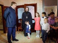 Тульский губернатор пообещал помочь приобрести микроавтобус священнику, усыновившему 17 детей