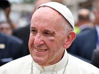 Папа Франциск приехал убеждать колумбийцев закончить войну в забрызганной кровью сутане