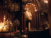 """Верующие обвинили реставраторов Шартрского собора в отбеливании почитаемой с XVI века   """"Черной Мадонны"""""""