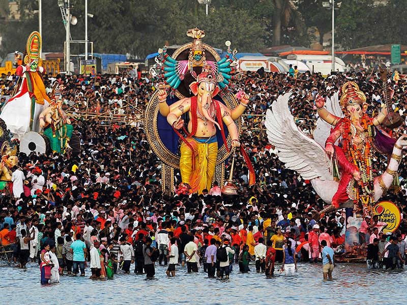В Индии во время праздника, посвященного богу Ганеше, утонули более десяти человек