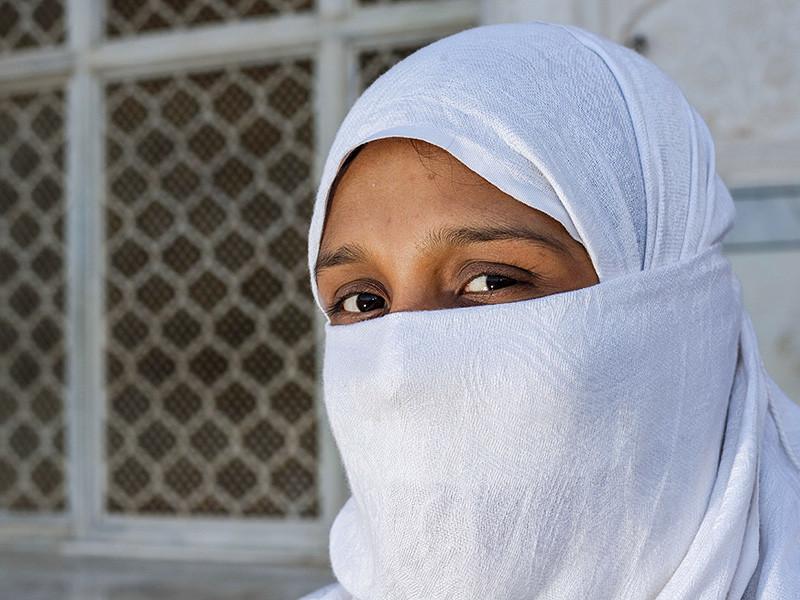В канадской провинции Квебек принят закон, который запрещает скрывать лицо в общественных местах