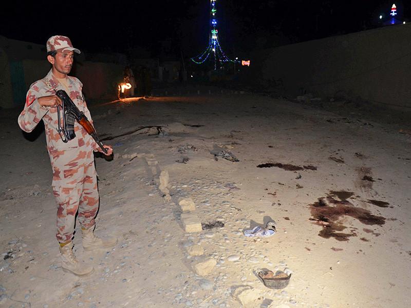 По крайней мере 18 человек было убито и 27 ранено в четверг, 5 октября. Жертвами теракта стали мусульмане, принимавшие участие в торжествах в честь местного святого