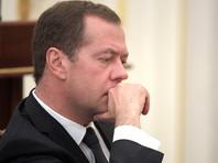 Медведев утвердил правила хранения разожженных кадил и устилания храмов цветами на Троицу