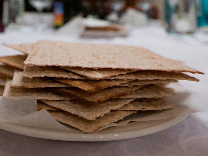 Число евреев в России вычислили по употреблению мацы