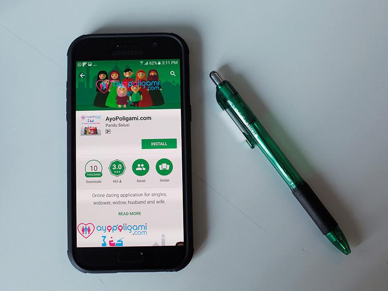 Проживающие в Индонезии мусульмане выразили недовольство новым приложением для смартфонов AyoPoligami для женатых мужчин, ищущих женщин для полигамного брака
