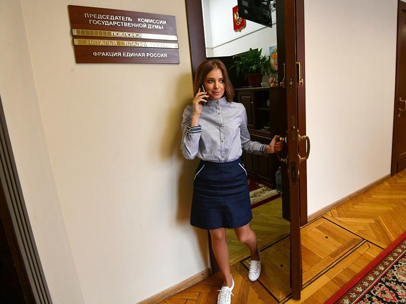 Полиция Камчатки отказалась возбуждать уголовное дело об оскорблении чувств верующих из-за карикатуры на депутата Госдумы Наталью Поклонскую и императора Николая II, однако плакат местного художника Дениса Лопатина отправят на экспертизу