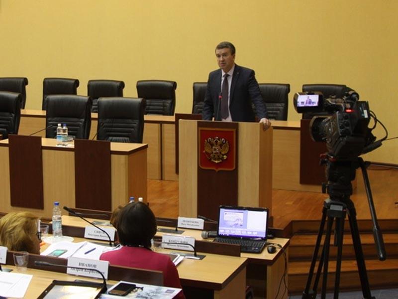 Министр экономического развития и торговли Камчатского края Дмитрий Коростелев выступил с докладом, в котором предложил ряд нововведений, которые, по его мнению, помогут населению жить более трезво