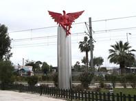 В Афинах радикалы свергли с пьедестала скульптуру, спутав персонажа античной мифологии с дьяволом