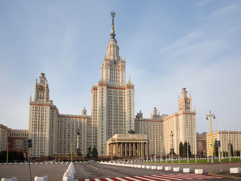 Профессор Московского государственного университета им. М. В. Ломоносова отказался принять экзамен у студента, который был в кипе