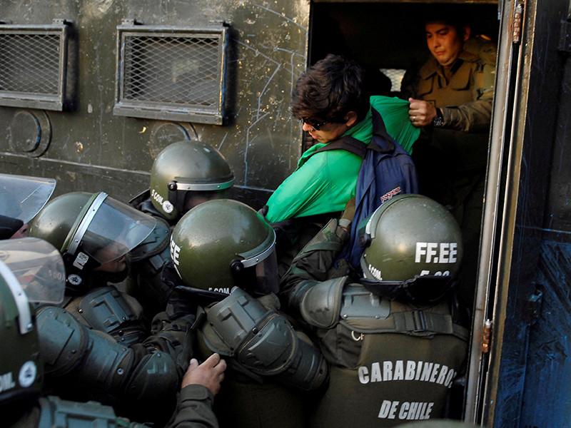 В Чили задержаны около 30 участников демонстраций в связи с приездом папы Римского