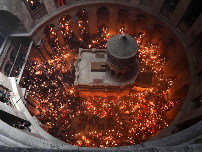 Армянский священник шокировал коптского коллегу мирским рассказом о том, как зажигается благодатный огонь в храме Гроба Господня