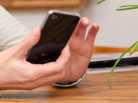Помимо игр на смартфоне женщина еще и измывалась над своим мужем