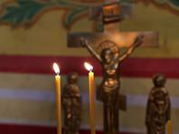 """Полиция Магнитогорска заинтересовалась фотосессией, на которой молодежь позирует в танцевальных позах на фоне алтаря одного из храмов, а девушка прикуривает от свечи. Фотографии, вызвавшие осуждение интернет-пользователей, были опубликованы в городском паблике в сети """"ВКонтакте"""", но затем удалены"""