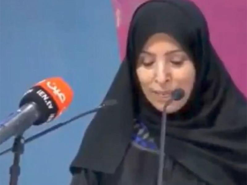 Замминистра просвещения Саудовской Аравии, доктор Хайя аль-Авад, отвечающая за школы для девочек, появилась на публике без никаба, вызвав бурные споры и обсуждения в соцсетях