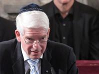 Президент Центрального совета евреев в Германии Йозеф Шустер заявил, что в больших городах страны становится опасным открыто признать себя евреем. Он даже рекомендовал избегать ношения в крупных городах ФРГ традиционного еврейского головного убора - кипы