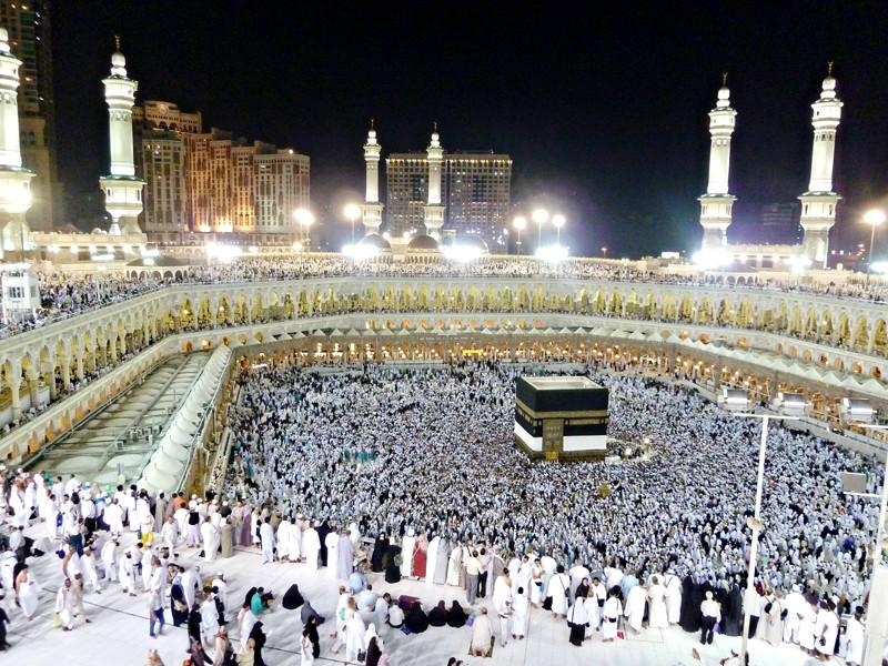 Запретная мечеть Аль-Харам считается крупнейшей мечетью в мире. В ее внутреннем дворе находится главная святыня ислама - Кааба. Каждый год к священному для мусульман месту совершается паломничество