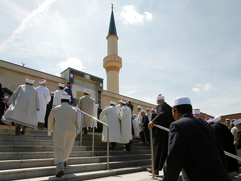 """Власти Австрии планируют выслать из страны до 60 имамов, получающих финансирование из Турции, и членов их семей в рамках борьбы с """"политическим исламом"""""""