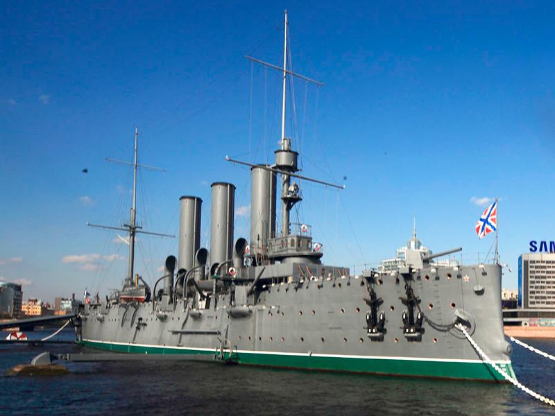 """На легендарном крейсере """"Аврора"""" заново открыли православный храм"""