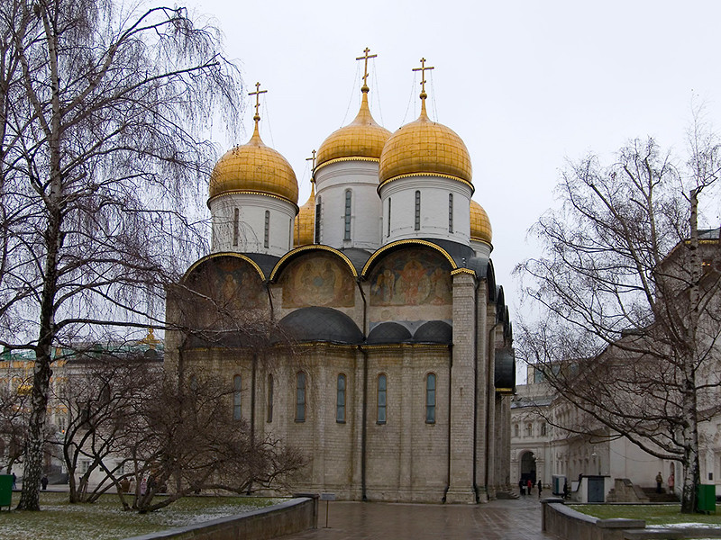 Почти 200 чиновников и депутатов Тверской области 4 декабря съездили на божественную литургию, проведенную Патриархом Московским и всея Руси Кириллом в Успенском соборе Кремля