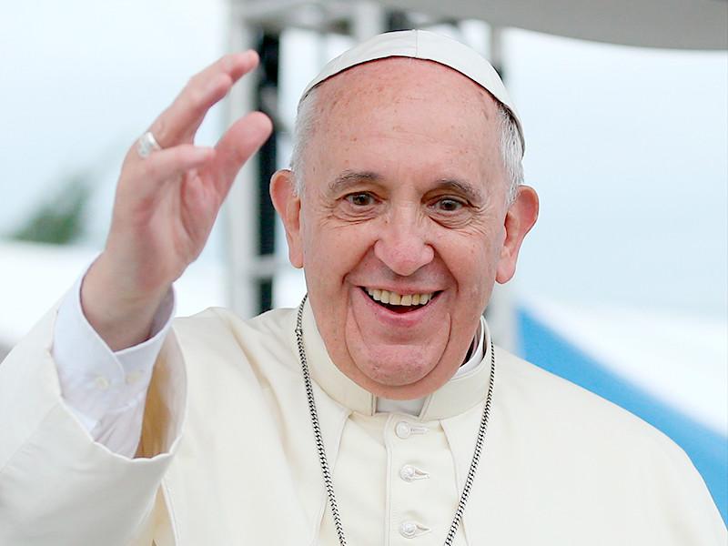 Папа Римский Франциск вознес молитву перед иконами святым Кириллу и Мефодию в патриаршем соборе святого Александра Невского в столице Болгарии Софии