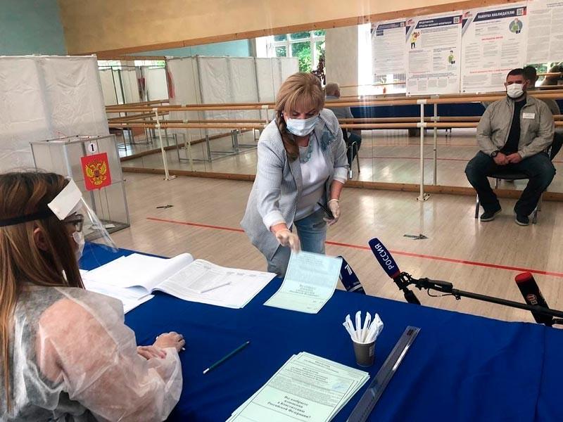 Фото: Элла Памфилова проголосовала на одном из участков Московской области (Истра, участок 783)