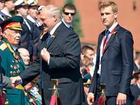 Александр Лукашенко вместе с сыном Николаем на Параде Победы, Москва, 24 июня 2020 года