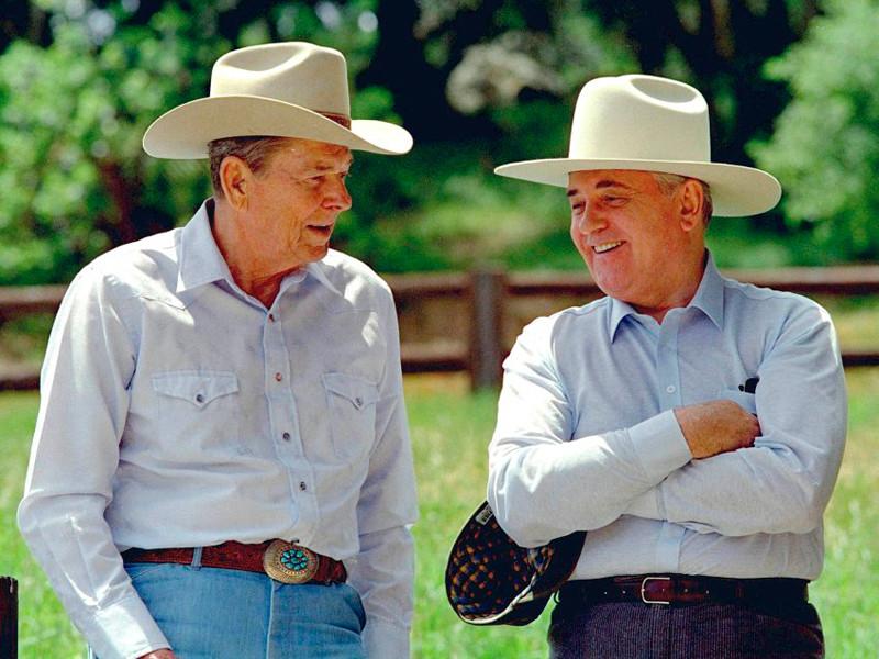 Рональд Рейган и Михаил Горбачев, 1992 год