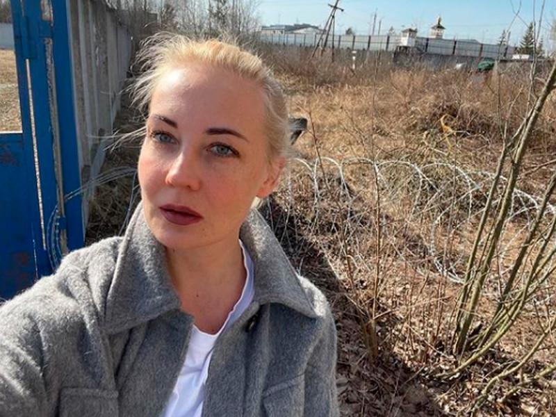 Юлия Навальная у ИК-2 в Покрове