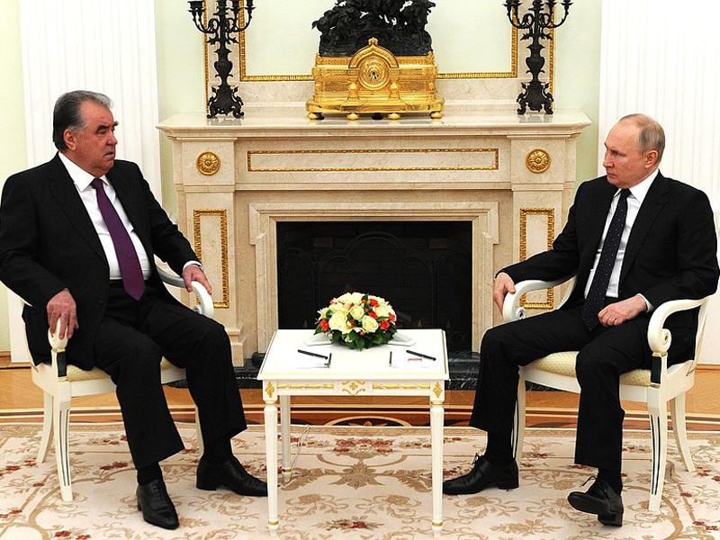 Президент Таджикистана Эмомали Рахмон и Владимир Путин, 8 мая 2021 года