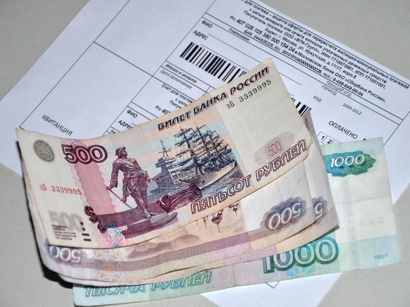 Запрет на взимание банковских комиссий за оплату услуг ЖКХ может быть распространен только на пенсионеров и получателей субсидий на ЖКХ. Соответствующая инициатива содержится в таблице поправок, рекомендуемых к принятию комитетом Госдумы по жилищной политике и ЖКХ