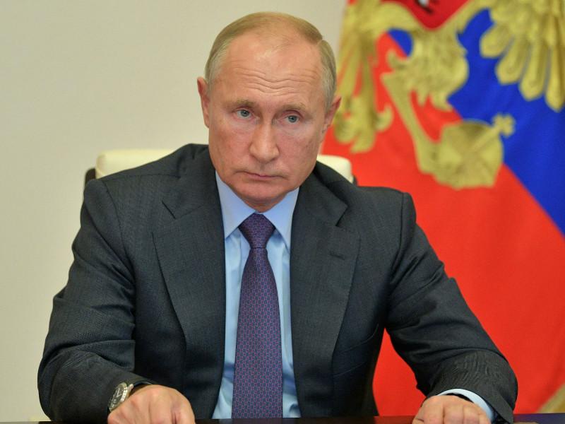 Путин поручил ликвидировать правовые препоны в сфере строительства деревянных домов