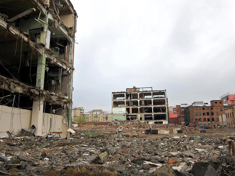 """Напомним, завод """"Слава"""", расположенный на Ленинградском проспекте недалеко от Белорусского вокзала, был снесен в 2008-2011 годах"""
