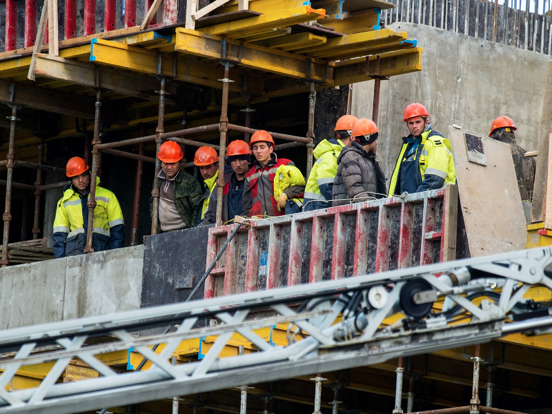 Дефицит мигрантов на стройках повысит себестоимость строительства на 7%