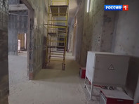 """""""В общем, решили переделать все. Вообще все. Ободрали стены, ободрали мрамор, вынесли все ценное, буквально выкинули на помойку миллиарды и начали работы заново"""", - отмечал Навальный в фильме ФБК"""