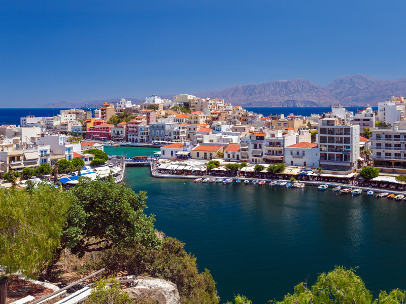 Россияне удаленно покупают жилье в Греции, Испании и на Кипре