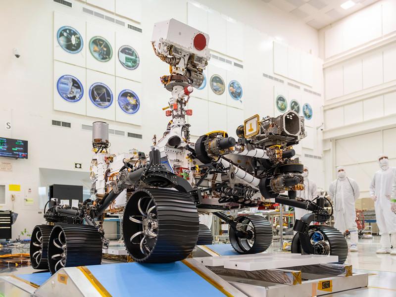 """Запуск марсохода Perseverance (""""Настойчивость"""") перенесли с 20 на 22 июля. Как сообщили в NASA, перенос связан с непредвиденной задержкой, возникшей во время установки марсохода под обтекатель ракеты-носителя"""