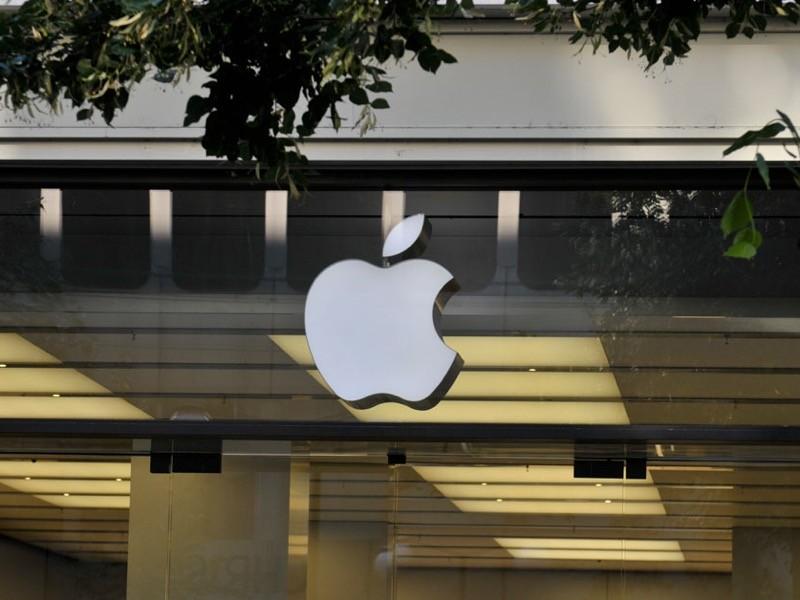 Выход новых смартфонов iPhone на рынок в этом году задержится - устройства появятся в продаже не в сентябре, а на несколько недель позже