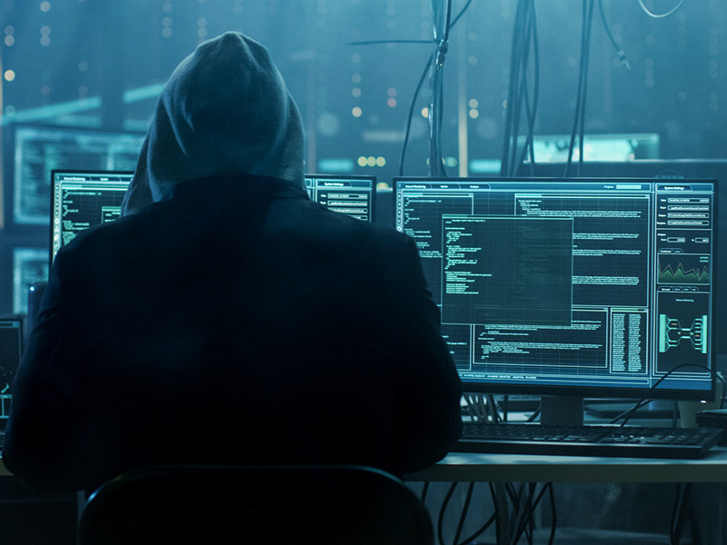 """Неизвестные опубликовали на одном из хакерских форумов сразу шесть баз данных клиентов сервисов популярных объявлений Avito и """"Юла"""". Каждая из баз содержит около 100 тыс. записей (три базы содержат данные пользователей Avito, а три - """"Юлы""""), а скачать их может любой желающий"""