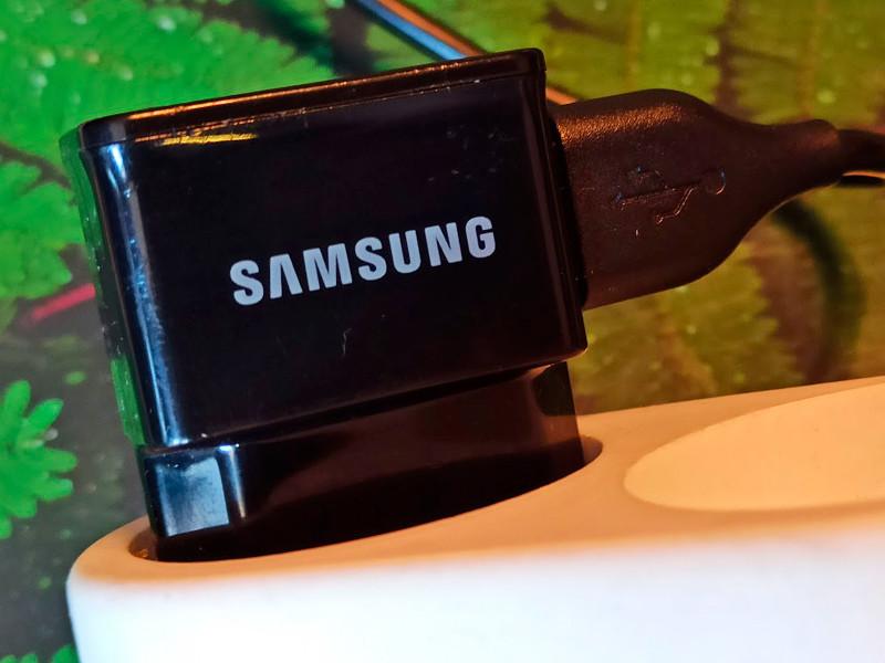 Samsung может убрать зарядные устройства из коробок с новыми смартфонами
