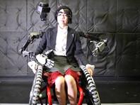 Японские инженеры оснастили инвалидное кресло парой роборук (ВИДЕО)