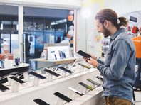 Ритейлеры зафиксировали всплеск продаж недорогих смартфонов после антикризисных выплат на детей