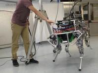 Итальянские инженеры научили четырехногого робота балансировать на двух ногах (ВИДЕО)