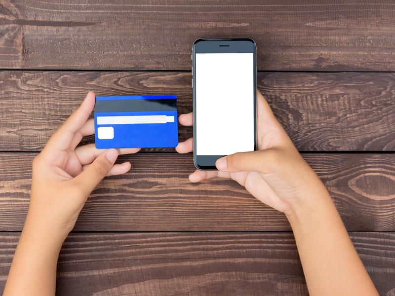 Компания Apple приобрела канадский стартап Mobeewave, создавший технологию, которая позволяет превратить смартфоны в мобильные платежные терминалы. По данным Bloomberg, сумма сделки составила около 100 млн долларов