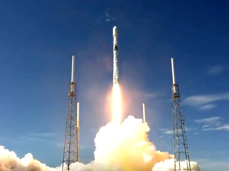 SpaceX запустила очередную партию спутников системы глобального доступа к интернету Starlink